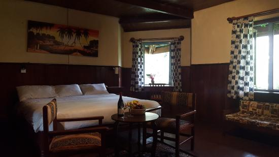 Lawns Hotel: Family room with fireplace (1dbl bed and 1 bunk bed)