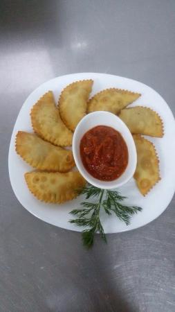 Osh Province, Kirgisistan: Очень вкусная кухня !!! Все что нужно : отличный сервис , уютная обстановка , хорошие песни !!