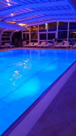 Atlantic Hotel Riccione: Piscina con acqua marina riscaldata
