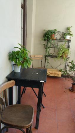El Puchi Barcelona : balcony outside the room