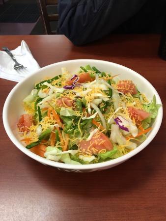 Hampton, GA: Inside and sample of food. Great place!