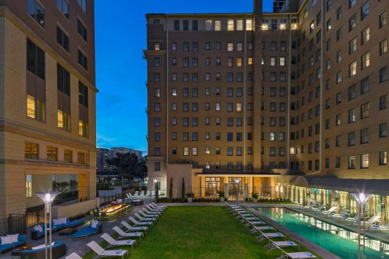 ‪‪Le Meridien Dallas, The Stoneleigh‬: Pool/Courtyard‬