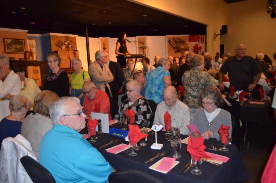 Early Bird Dinner Theatre: Entertainment before the show