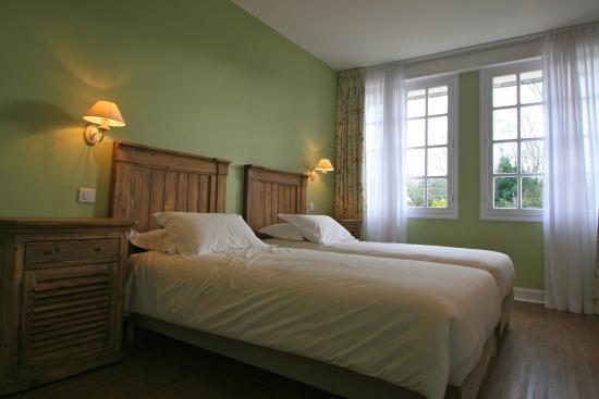 L'Auberge du Cabestan : Chambre twin/triple PMR (30m2): 2 lits 90x200 ou 1 grand lit 180x200. Espace pour 3eme lit ( 90x