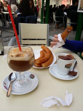 Cafe Futbol: Blanco y negro más churros con chocolate