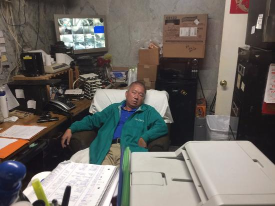 Hollywood Cityview Inn & Suites: The hotel clerk can not contain his excitement