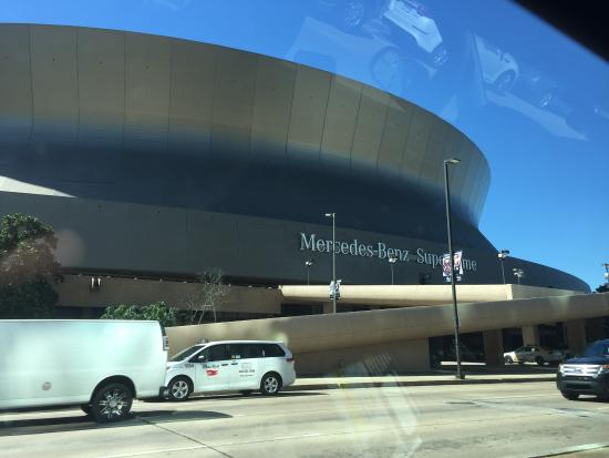 The superdome picture of mercedes benz superdome new for Hotels near mercedes benz superdome new orleans la