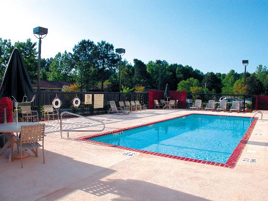 Holiday Inn Express & Suites Tupelo: Pool