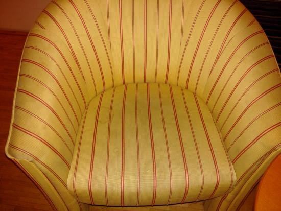 Suite Hotel 900 m zur Oper: Armchair in the room
