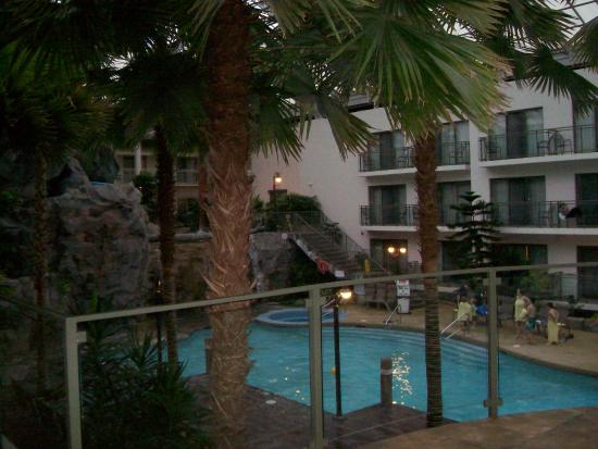 Indoor Tropical Atrium And Pool Picture Of Best Western Plus Lamplighter Inn Conference