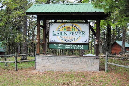 Cabin Fever Resort: Entry Sign