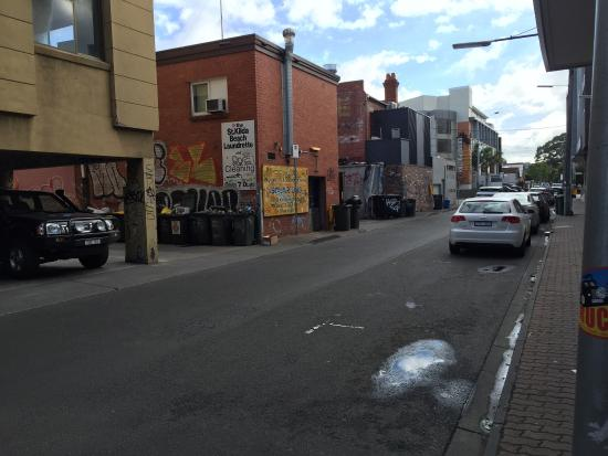 Base Backpackers St Kilda : Street the backpackers is on