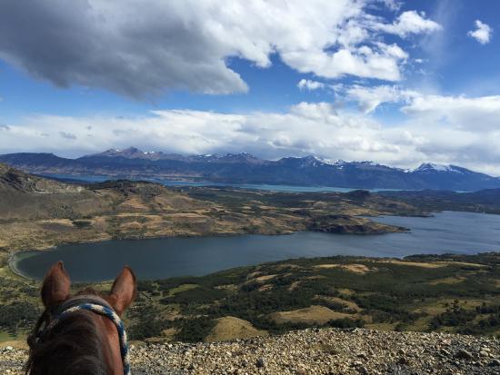 Pingo Salvaje: Vista desde el cerro a la Laguna Sofía y al fiordo