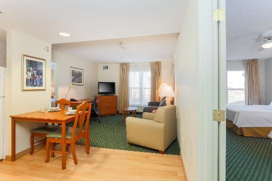 two bedroom suite with 1 king bed and 2 queen beds picture of rh tripadvisor com