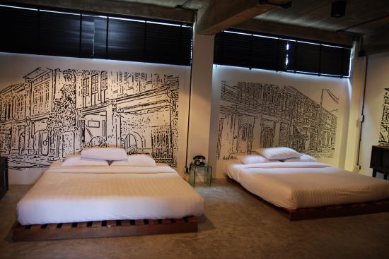 Quip Bed & Breakfast : Beds with Murals