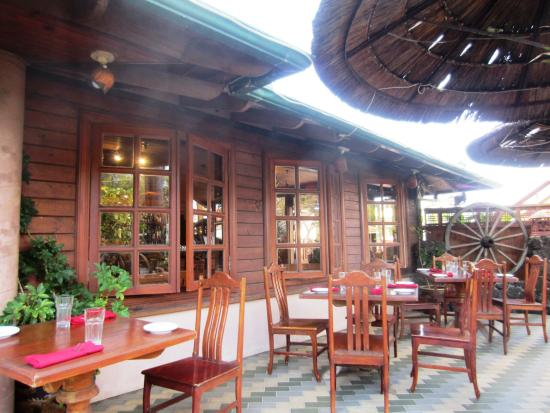 Lemongrass Grill Seafood & Bar: Outdoor Dining