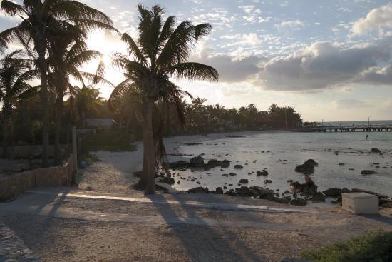 Hotel Villa Kiin: beach along property