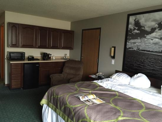 Super 8 Prairie du Chien: Spacious room at reasonable rate recognized by TripAdvisor.