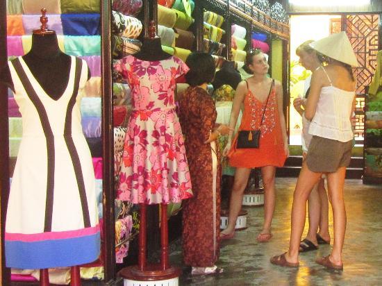 Thu Thuy Silk: Showroom 60 Le Loi, Hoi An