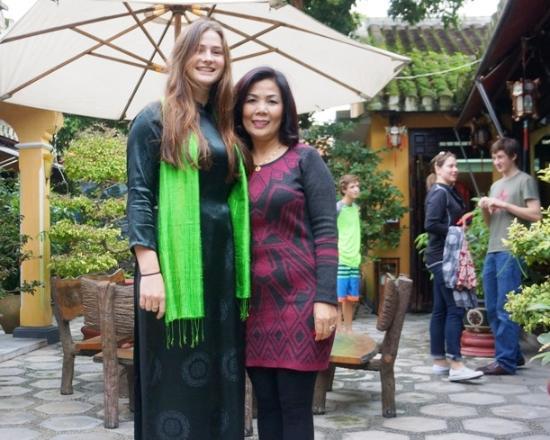 """Thu Thuy Silk: madam Thuy and Ao dai, Vietnam """"dress"""" girls"""