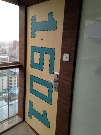 Mankedun Hotel: 客室の扉です。自己主張が激しい??