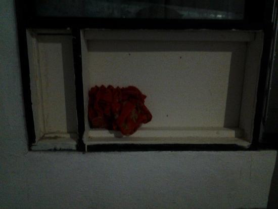 Hotel Mono Azul: Il buco nella parete da me tappato