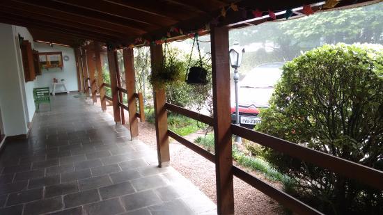 Pousada Tissiani Gramado: Corredor fora dos quartos, em direção à recepção e ao restaurante