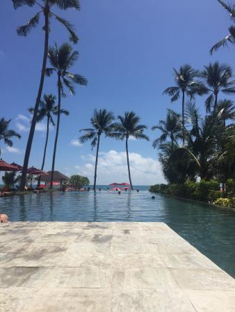 Weekender Resort & Hotel: Infinity Pool