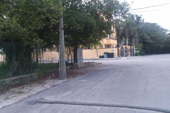 walk from ave gomez first street to  Condo-Hotel Marviya puerto morelos one half block from town