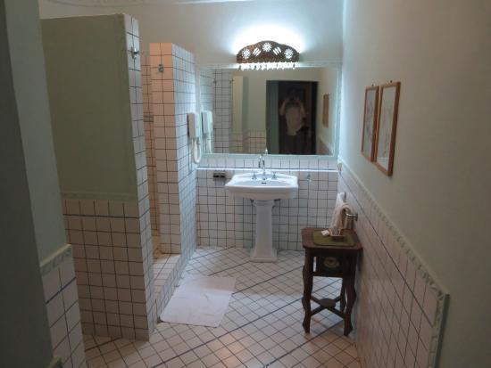 Kilili Baharini Resort U0026 Spa: Badezimmer, Toilette Und Dusche Links In Den  Nischen