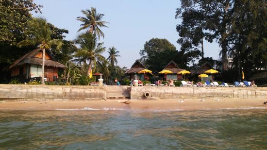 The Sunset Village Beach Resort: Пляж