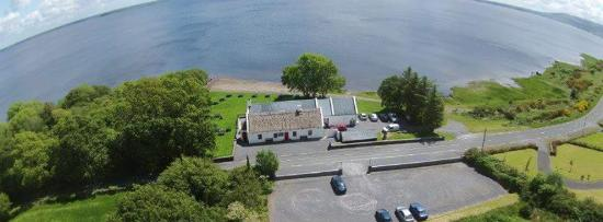 Tourmakeady, Ierland: s Bar and Restaurant on the Shores of Lough Mask
