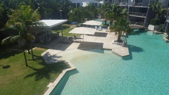 Drift Apartments & Villas: Pool view from balcony