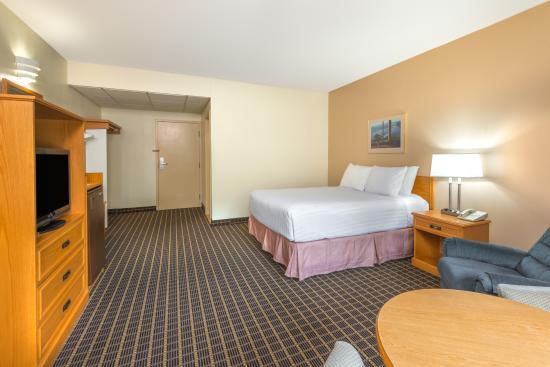 Howard Johnson Tillsonburg: Guest Room with 1 Queen Bed