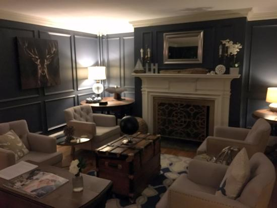 The Lindsey Hotel: Main sitting room - note fireplace