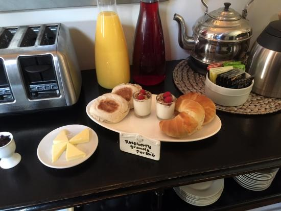 The Lindsey Hotel: Free breakfast buffet