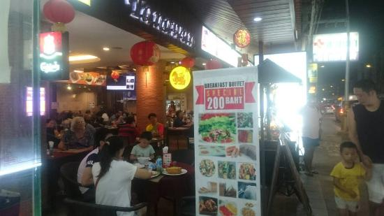 Tanawan Phuket Hotel : Chinese New Year party at Hotel restaurant