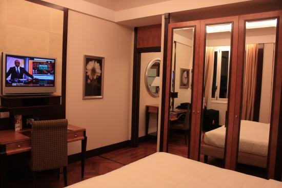Hotel Principi di Piemonte | UNA Esperienze: Plenty of wardrobe space