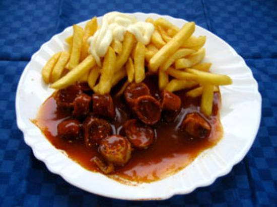 Der Sattmacher: Unsere Currywurst mit Pommes Frites und Majo