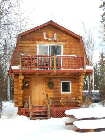 Riverbend Log Cabins & Cottage Rentals: Sourdough cabin! So majestic in the winter.