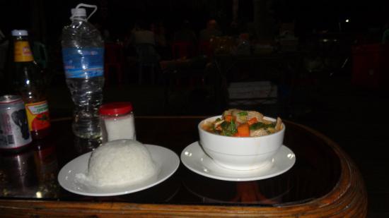 Koh Ta Kiev Bungalows: Fish coconut curry..BIG serving! Delicious!