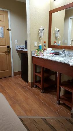 Comfort Inn & Suites : 20160222_070430_large.jpg