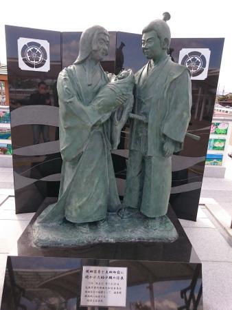 Nobuhide Oda, Dota Gozen and Nobunaga Statues