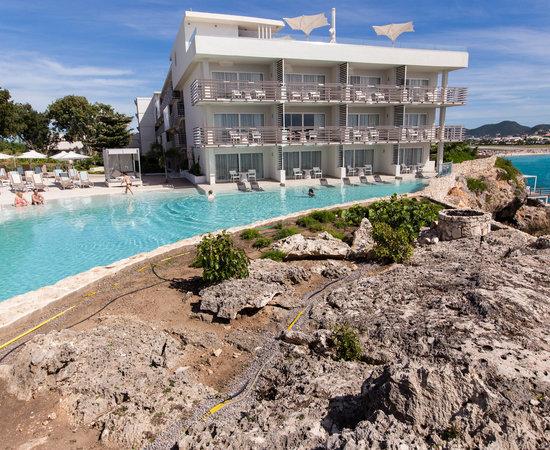 Azul Restaurant at the Sonesta Ocean Point Resort