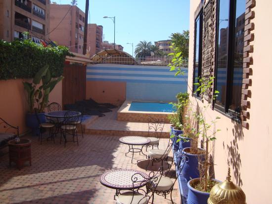 Dar Charaf : Terraço de entrada e acesso á piscina