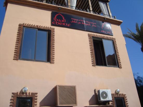 Dar Charaf : Vista da fachada do hotel