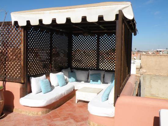 Riad Chergui: Petit coin douillet sur la terrasse toujours...