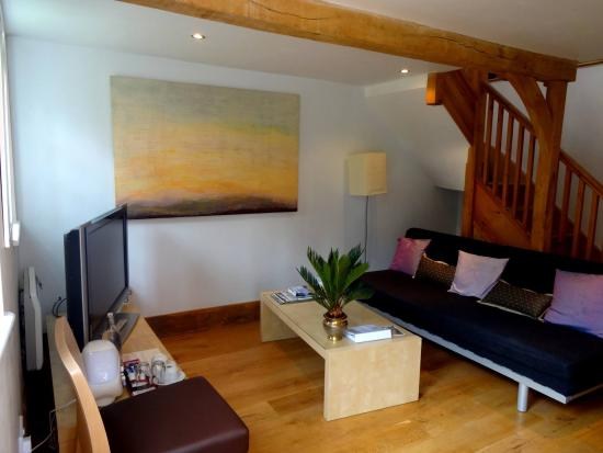 Little Dane Court : The Lounge Katsura Cottage