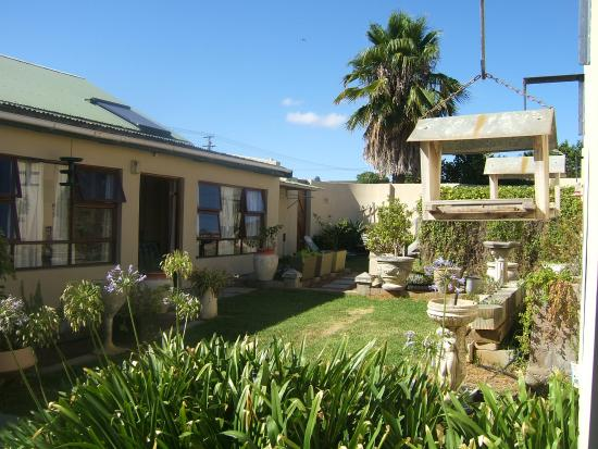Disa Lodge: The charming approach to a peaceful b&b with tranquil garden.
