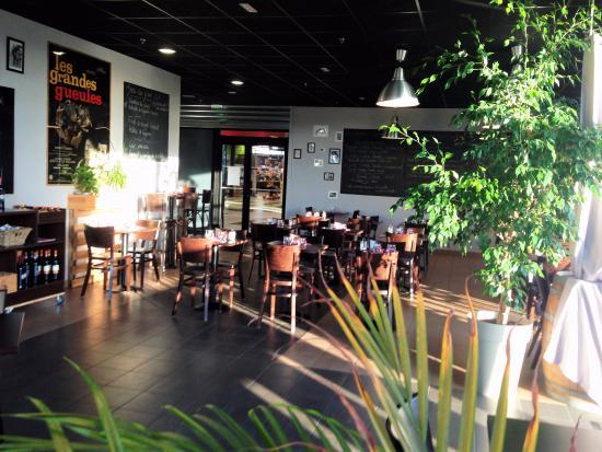 Combourg, France: La salle du restaurant